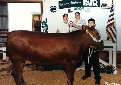 Brothers Derek and Corey Sanders pose with their steer
